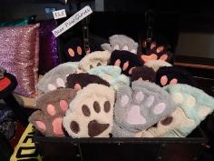 bear-paw-gloves
